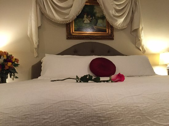Brandon Room with King Bed at the Square Inn on the Wimberley Square