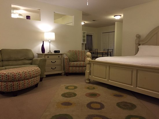 Chandler Suite--2 Rooms sleeps 6 people at the Square Inn on the Wimberley Square