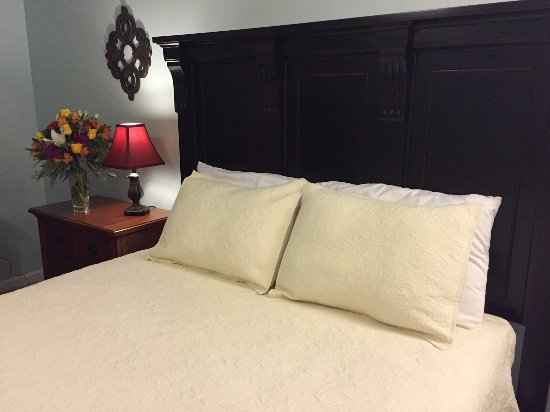 Keegan Room-2 Queen beds at the Square Inn on the Wimberley Square