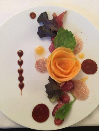 Charnay-les-Macon, France: Impressie aanzicht hotel en enkele gerechten uit restaurant