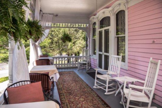Cedar crest inn asheville nc review hotel for Wrap around verandah