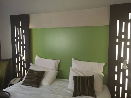 Standard Room bed at Mercure Chartres Centre Cathedrale - Chartres