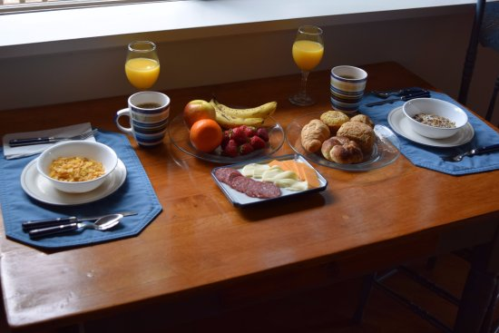 Shawnigan Lake, Canada: And example of the continental breakfast to be enjoyed at your leisure.