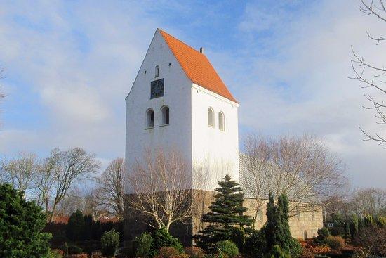 Lyne Kirke