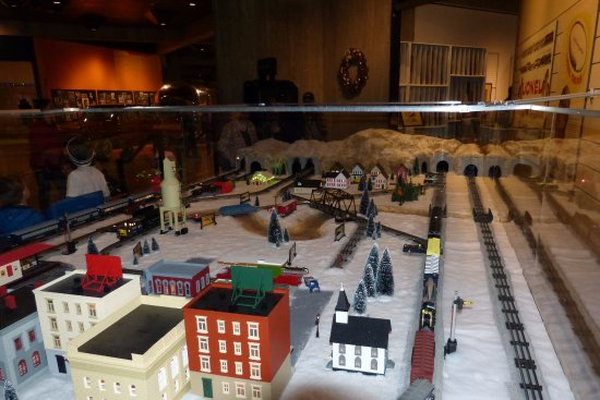 Ohio History Center: Operating Lionel train layout