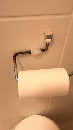 San Juan Tour: Porta papel higiênico enferrujada