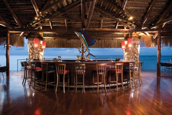 Bazaruto Island, Mozambique: Clube Naval Bar at Sunset