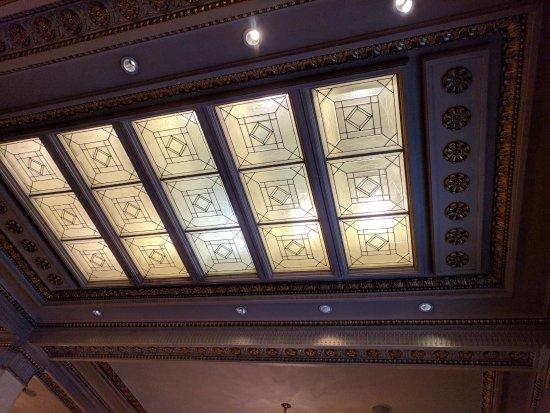 هوتل ديلوكس إيه بروفينانس هوتل: Ceiling above the main lobby.