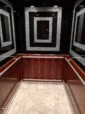 هوتل ديلوكس إيه بروفينانس هوتل: Beautiful elevators...