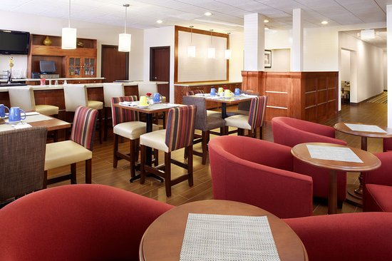 Four Points by Sheraton Houston Hobby Airport: 747 Restaurant & Bar
