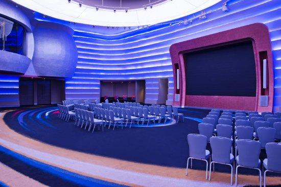 great room theatre style picture of w dubai al