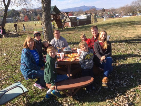 Pigeon Forge / Gatlinburg KOA: Family thanksgiving dinner