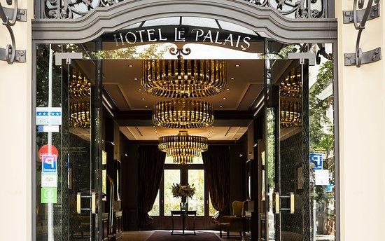 Le Palais Art Hotel Prague: Entrance
