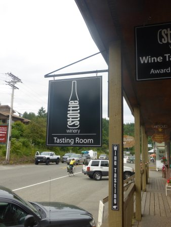 Stottle Winery Tasting Room Hoodsport: Highway 101 in Hoodsport
