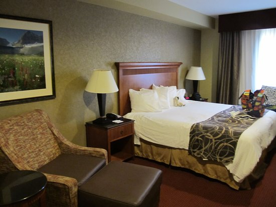 Uintah, UT: Adequate size room, but not a fan of those square pillows!