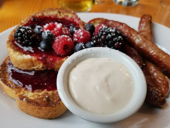 Arch Cape, OR: Scrumptious French Toast a la fruit compote & yogurt (one of 3 courses)