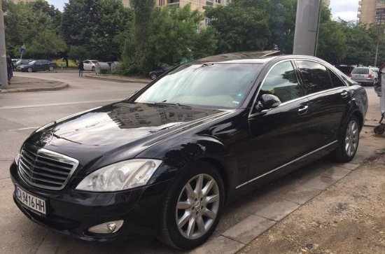 Pemium luxury car with personal chauffeur for 8 hours