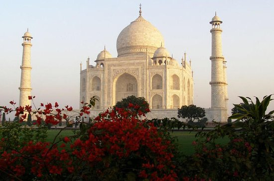 Taj Mahal-Enjoy The Mughal Era by Luxury Train: Taj Mahal-Enjoy The Mughal Era by Luxury Train