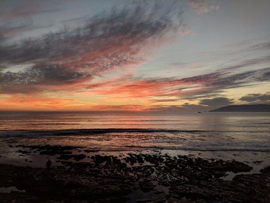 Spyglass Inn: Sunset at the beach