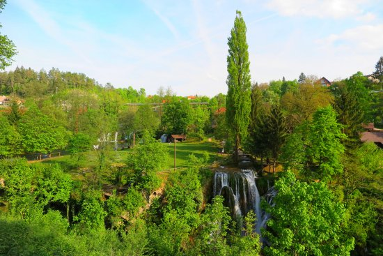 Slunj, Chorwacja: น้ำตกเยอะมากๆครับจากหลายทิศทางทั้งน้อยใหญ่ น่ารักมากครับ