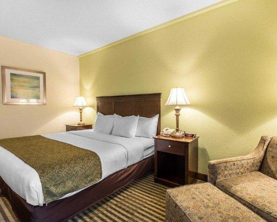 Pinehurst, Kuzey Carolina: Guest room with sitting area