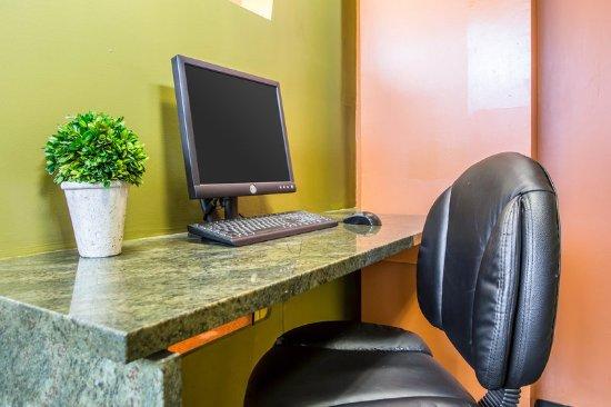 Econo Lodge: Business center