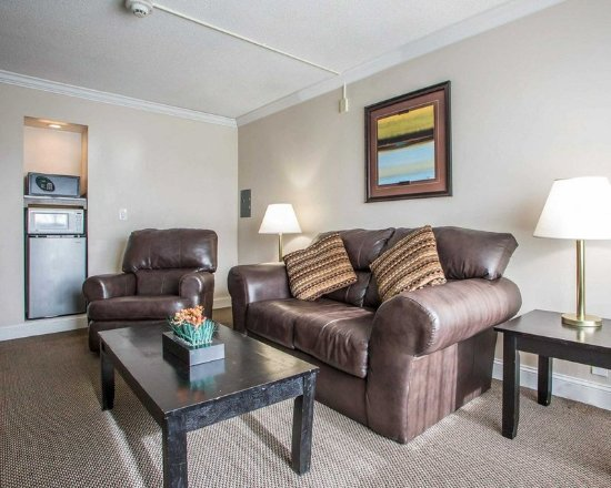 Carlstadt, NJ: King suite with sitting area
