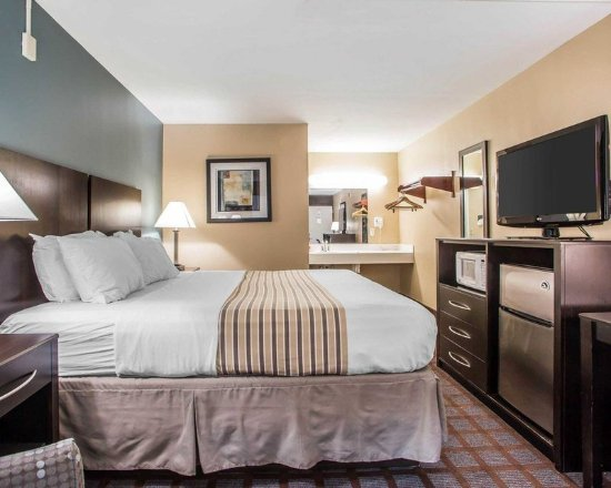 Carlstadt, NJ: Guest room with added amenities