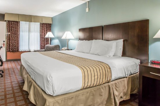 Carlstadt, NJ: King guest room