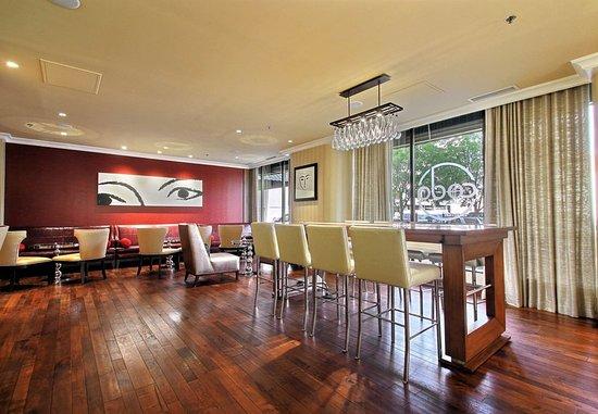 Renaissance Des Moines Savery Hotel: Coda Lounge Coffee