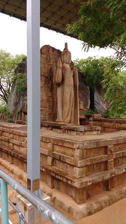 Provincia Central del Norte, Sri Lanka: The stately statue