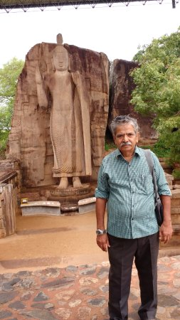 Noordelijke-Centrale Provincie, Sri Lanka: Selfie with the kingly historic temple