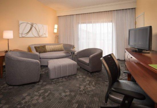 Landover, MD: King Suite – Living Area