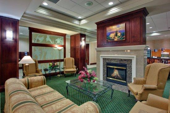 Holiday Inn Express & Suites Milton: Hotel Lobby