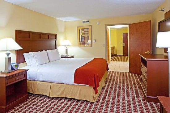 Murray, KY: King Deluxe Suite