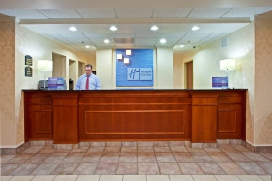 Murray, KY: Front Desk