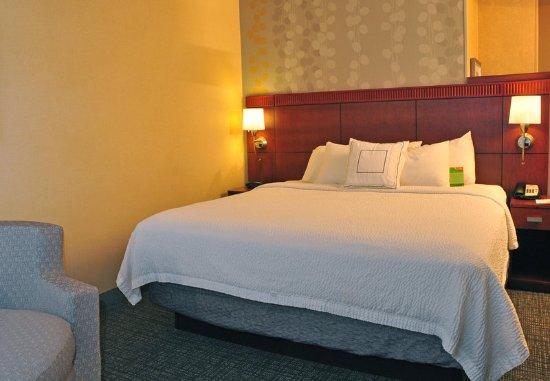 Kingston, NY: King Guest Room – Sleeping Area