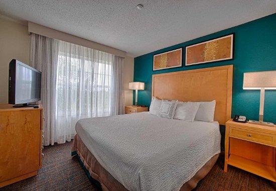 Neptune, Νιού Τζέρσεϊ: Queen Suite Bedroom