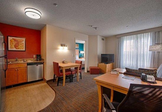 Neptune, Νιού Τζέρσεϊ: One-Bedroom Suite - Living Area