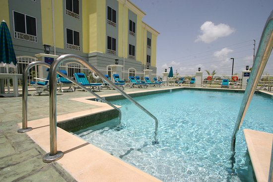 Holiday inn express trincity trinidad airport ab chf 144 for Swimming pool preisvergleich