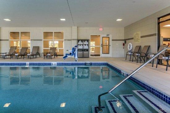 Hampton inn brighton updated 2018 hotel reviews price comparison mi tripadvisor for Hotels in brighton with swimming pool