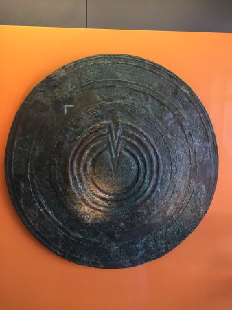 Delphi Archaeological Museum: Love the shield!