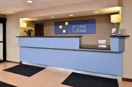 North Attleboro, MA: Front Desk
