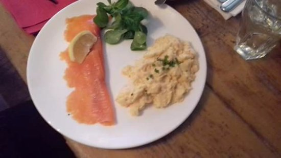 Cookham, UK: Salmon and scrambled egg served with fresh home made bread!