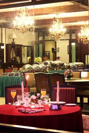 Hotel De' La Ferns: Candle Light Dinner