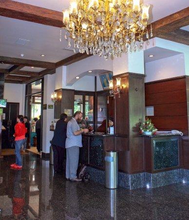 Hotel De' La Ferns: Reception 1
