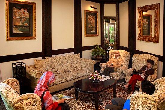 Hotel De' La Ferns: Lobby 1