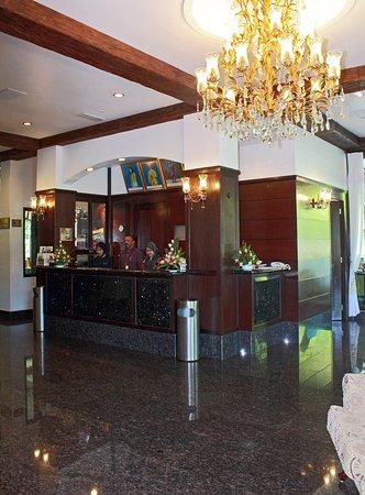 Hotel De' La Ferns: Reception 3
