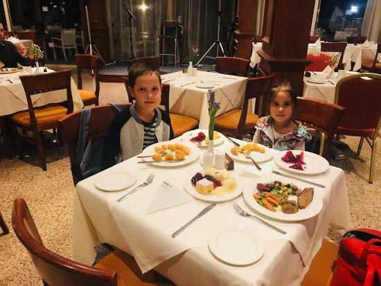 Kapetanios Hotel Limassol: Отель!ресторан!киприотская ночь! Сладости!номер