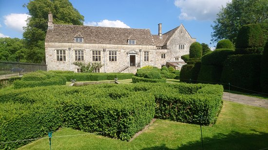 Avebury Manor: the garden-boxed hedges